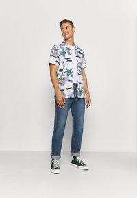 Tommy Hilfiger - HAWAIIAN PRINT - Shirt - white/pearl blue/multi - 1