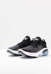 Nike Performance - JOYRIDE RUN FK - Obuwie do biegania treningowe - black/white - 2