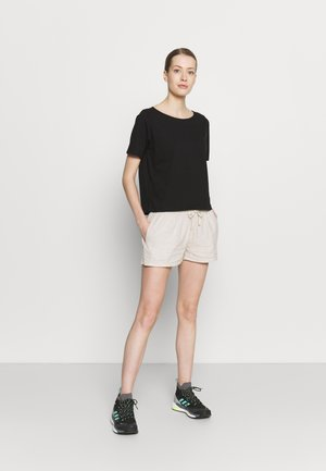 IN CONVERSION TEE - T-shirts - black