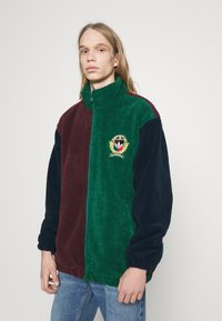 adidas Originals - COLLEGIATE CREST TEDDY TRACK JACKET - Light jacket - green/maroon/conavy - 0