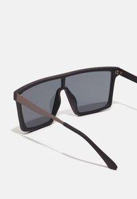 Jack & Jones - JACRAVE SUNGLASSES - Sluneční brýle - black - 2