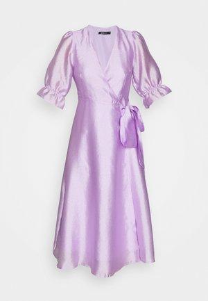 MILLY WRAP DRESS - Cocktailkjole - light purple
