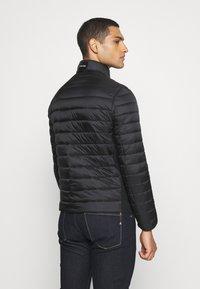 Calvin Klein - LIGHT WEIGHT SIDE LOGO JACKET - Kurtka przejściowa - black - 2