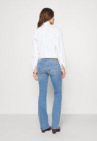 Mavi - BELLA MID RISE - Bootcut jeans - light sky glam - 2