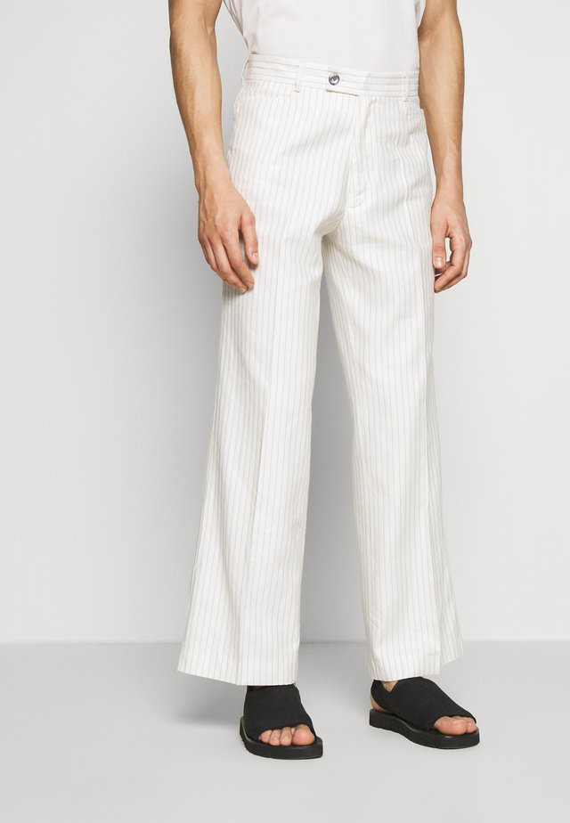 GREENLEAF TROUSERS - Kangashousut - white