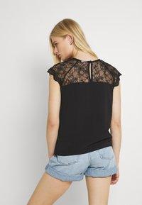 Vila - VILOVIE CAPSLEEVE - Print T-shirt - black - 3