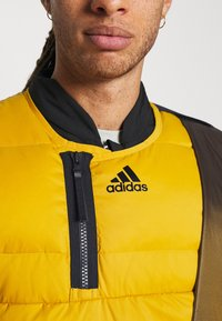 adidas Performance - URBAN OUTDOOR VEST - Väst - gold - 6