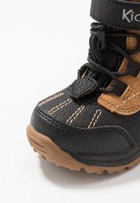 Kickers - JUMP - Winter boots - black/camel - 2