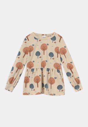 TREE  - Langærmede T-shirts - buttercream