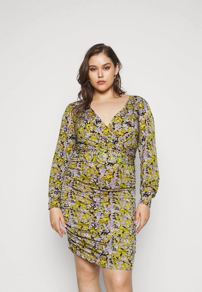 Vero Moda Curve - VMEIRO KNEE DRESS  - Pouzdrové šaty - fir green