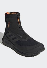 adidas Performance - TERREX BOOST COLD.RDY PRIMEKNIT HIKING SHOES - Chaussures de marche - schwarz / orange - 4