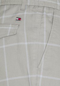 Tommy Hilfiger - Trousers - antique silver - 6