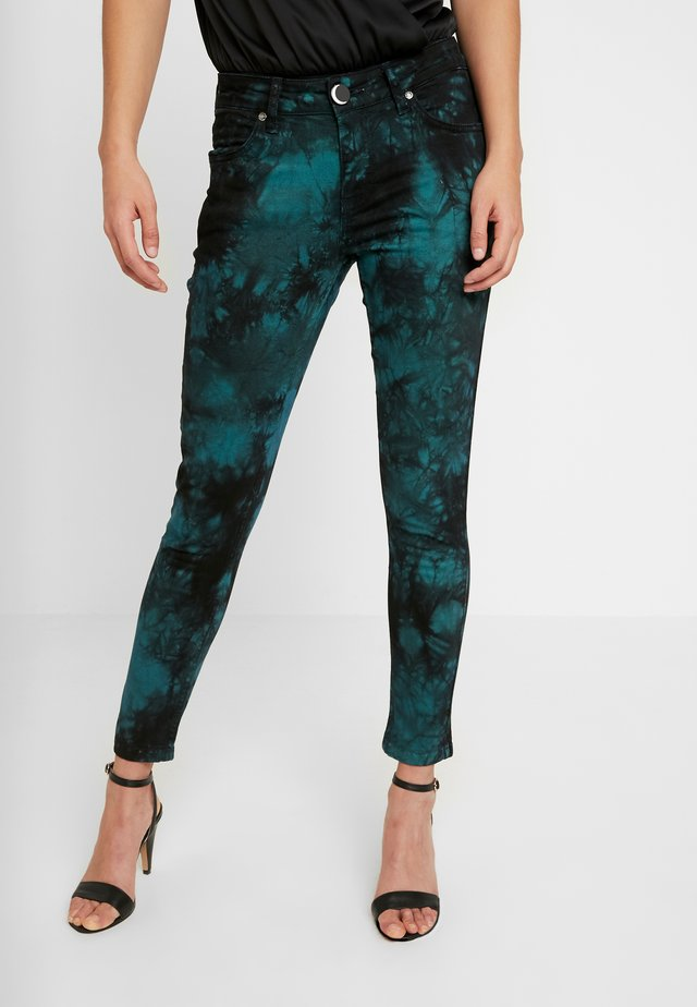 TIE DYE LOVECHILD - Jeansy Skinny Fit - electric green