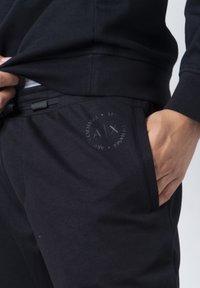 Armani Exchange - Pantaloni sportivi - black - 6