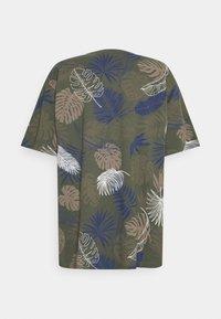 Shine Original - PALM O NECK TEE - Print T-shirt - army - 1