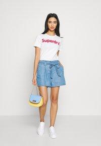 Superdry - DESERT PAPER BAG - Shorts - indigo light - 1