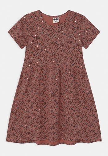 FREYA SHORT SLEEVE  - Jersey dress - chutney/gold