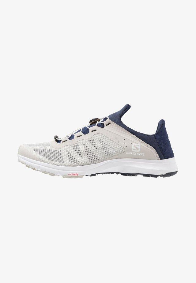 AMPHIB BOLD - Trekingové boty - vapor blue/navy blazer/white