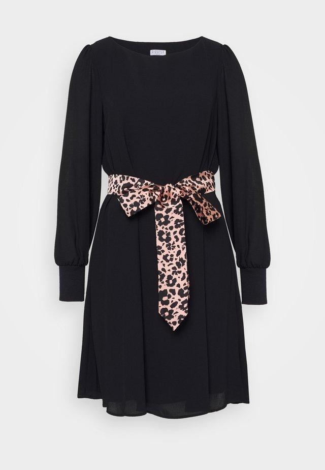 RAVAGEUSE - Day dress - noir