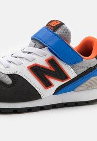 New Balance - YV996MBO - Trainers - blue/orange - 5