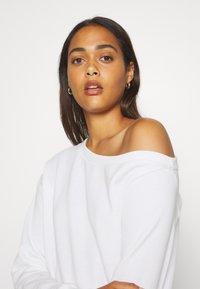 Even&Odd - LOOSE OFF SHOULDER SWEATSHIRT  - Sweatshirt - white - 3