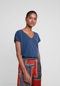Kaffe - LISE - Basic T-shirt - midnight marine - 0