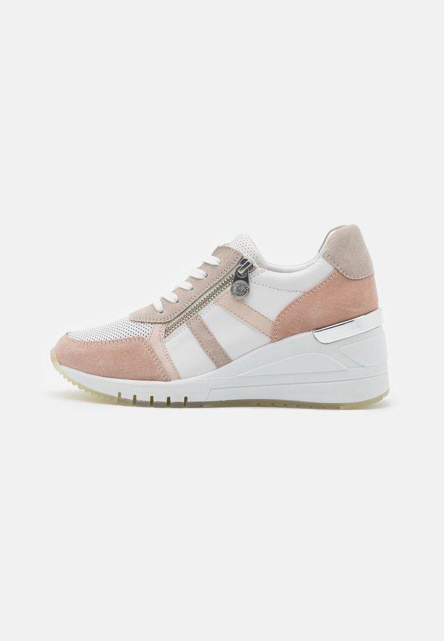 BY GUIDO MARIA KRETSCHMER - Sneakersy niskie - white