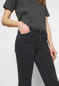 BLANCHE - JADE CROPPED - Jeans slim fit - grey stone wash - 4