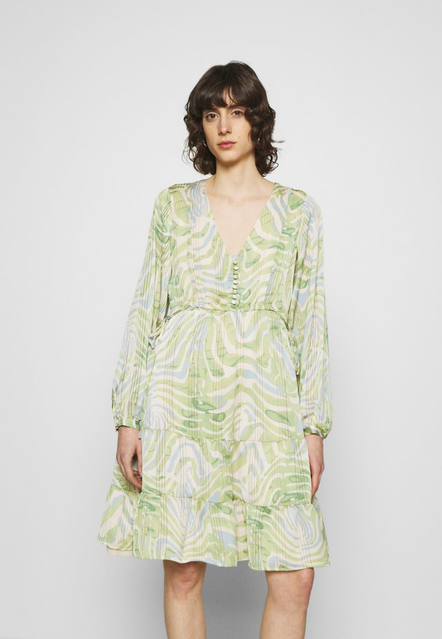 LOLA CATO DRESS - Vapaa-ajan mekko - jungle fever