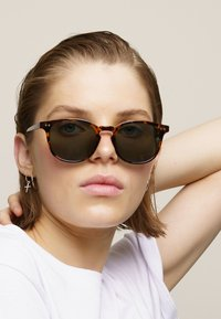 Meller - BANNA - Sunglasses - tigris olive - 0