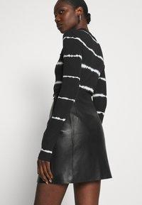 DAY Birger et Mikkelsen - TAKE CARE - Leather skirt - black - 3