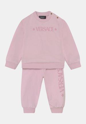 SET UNISEX - Tracksuit - rosa baby/bianco
