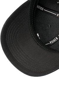 Mister Tee - MISTER TEE HERREN PUSHER HUSTLE DAD CAP - Cap - black/green/red - 5