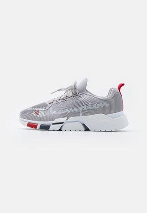 LOW CUT SHOE LANDER CAGE - Sportovní boty - grey