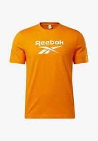 Reebok Classic - CLASSICS VECTOR T-SHIRT - Print T-shirt - orange - 6