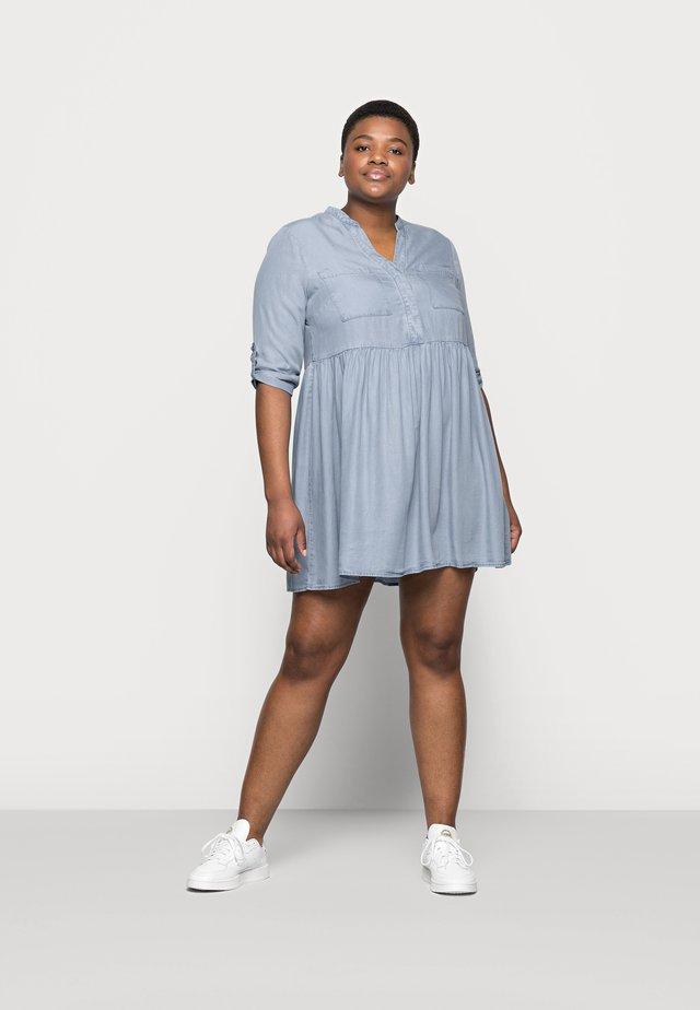 VMLIBBIE LOOSE TUNIC  - Denim dress - light blue denim