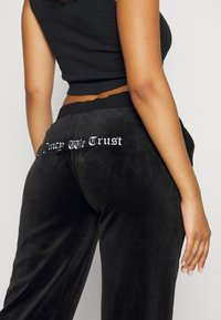 Juicy Couture - ANNIVERSARY CREST TRACK PANTS - Trainingsbroek - black - 7