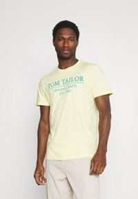 TOM TAILOR - Print T-shirt - pale straw yellow - 0