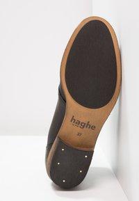 HUB - CHUCKIE - Kotníková obuv - black/natural - 4