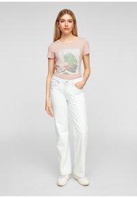 Q/S designed by - MIT FRONTMOTIV - Print T-shirt - rose - 1
