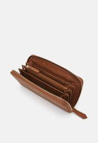 Valentino Bags - SUPERMAN - Wallet - cognac - 2