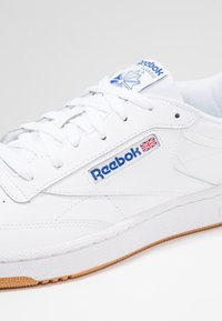 Reebok Classic - CLUB C 85 LEATHER UPPER SHOES - Sneaker low - white/royal - 5