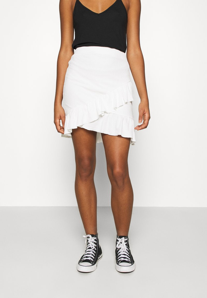 Nly by Nelly - FRILL STRUCTURED SKIRT - Mini skirt - white
