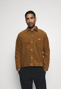 The North Face - BERKELEY OVERSHIRT UTILITY - Training jacket - utility brown - 0