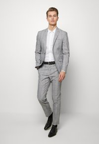Lindbergh - CHECKED SUIT - Oblek - grey check - 1