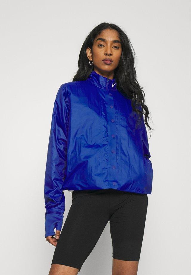 INFLATABLE - Summer jacket - hyper blue