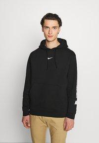 Nike Sportswear - REPEAT HOODIE  - Jersey con capucha - black/white - 0