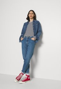 Levi's® - 502™ TAPER HI BALL - Jeans Tapered Fit - blue denim - 1