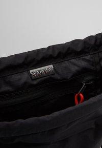 Napapijri - HACK GYM - Sports bag - black - 2