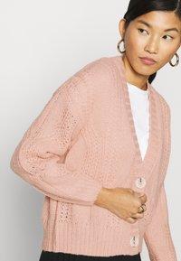 Dorothy Perkins - CABEL V NECK BUTTON FRONT CARDIGAN - Cardigan - blush - 4